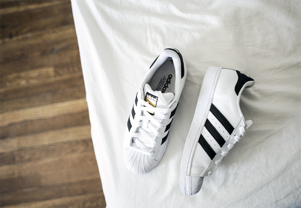 1_sania-claus-demina-adidas-superstar-sneakers_2