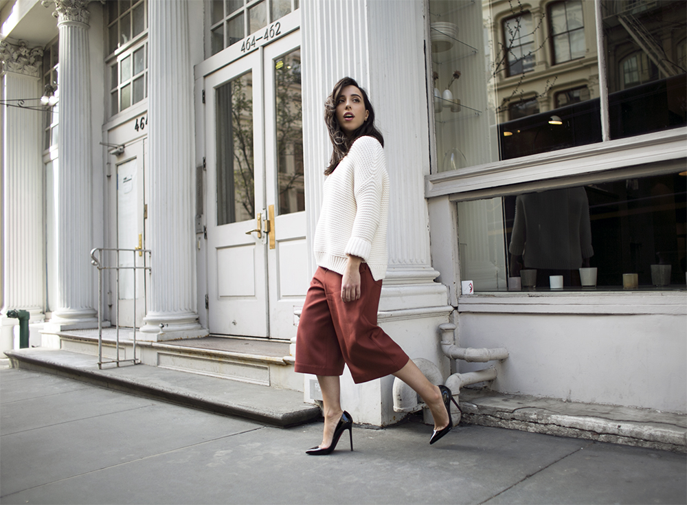 1_sania-claus-demina-outfit-new-york-city-acne-studio-culottes-christian-louboutin-pigalle-120-mm-shoes-gina-tricot-sweater-white-soho-2015_16
