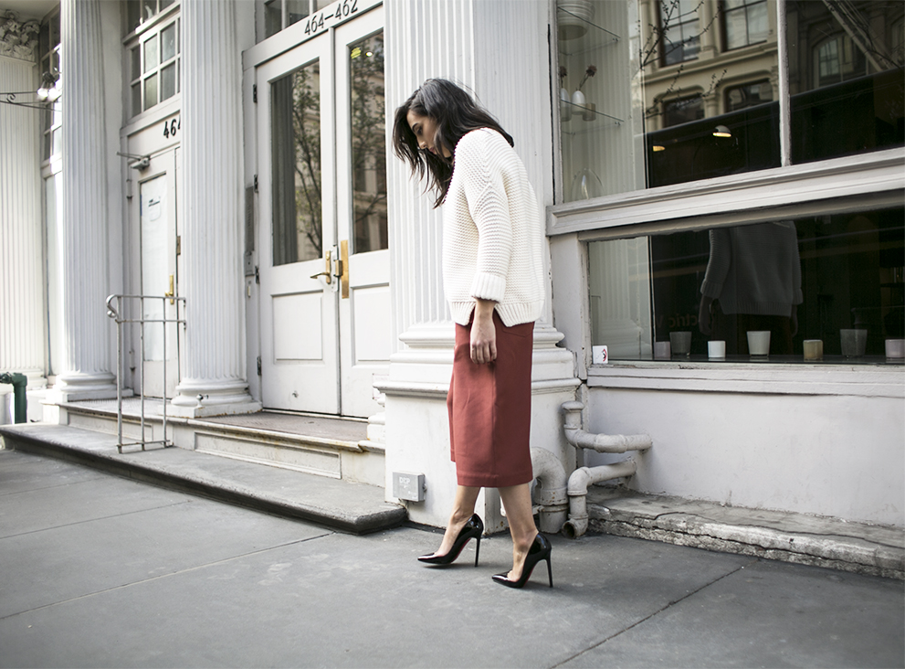 5_sania-claus-demina-outfit-new-york-city-acne-studio-culottes-christian-louboutin-pigalle-120-mm-shoes-gina-tricot-sweater-white-soho-2015_17