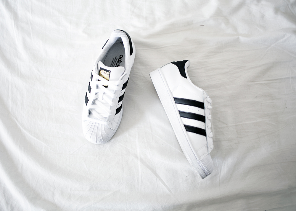 7_sania-claus-demina-adidas-superstar-sneakers_1