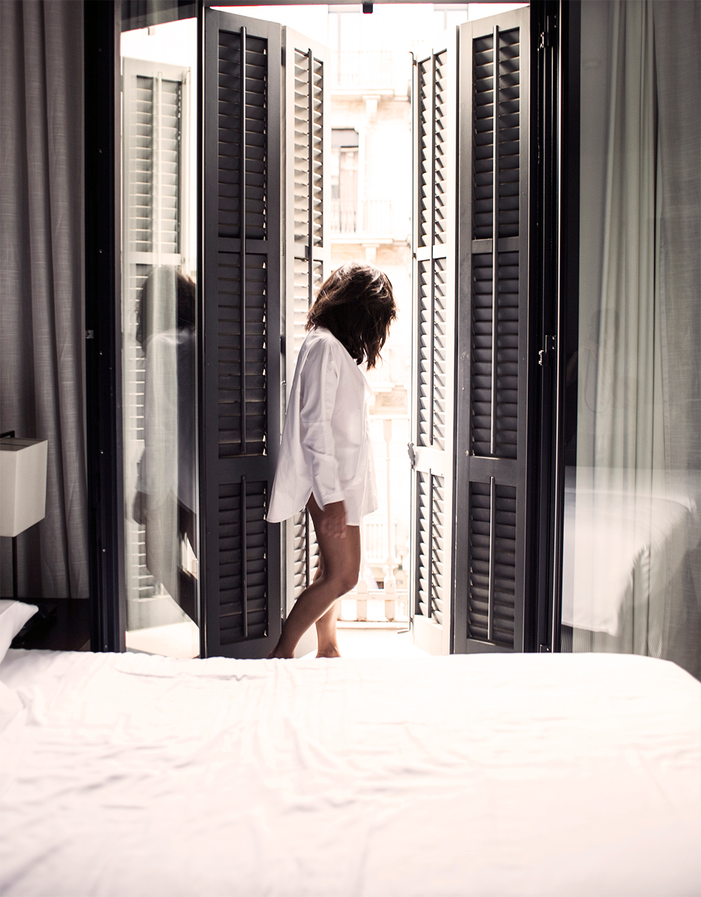 3_hotel-pulizer-barcelona-spain-sania-claus-demina-room-217-gina-tricot-shirt_2