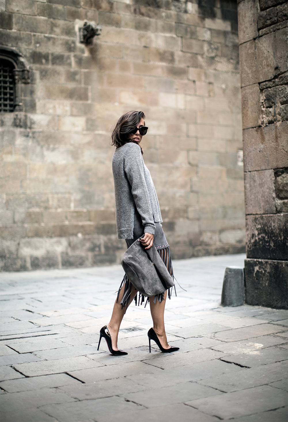 sania-claus-demina-outfit-barcelona-grey-skirt-gina-tricot-christian-louboutin-pigalle-120-mm-pumps-shoes_1