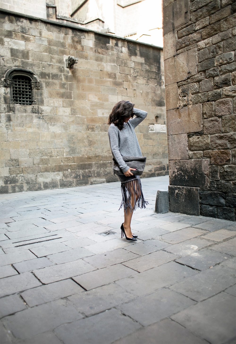 sania-claus-demina-outfit-barcelona-grey-skirt-gina-tricot-christian-louboutin-pigalle-120-mm-pumps-shoes_4
