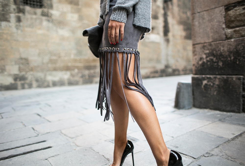 sania-claus-demina-outfit-barcelona-grey-skirt-gina-tricot-christian-louboutin-pigalle-120-mm-pumps-shoes_5