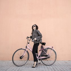 renting pink bikes in barcelona