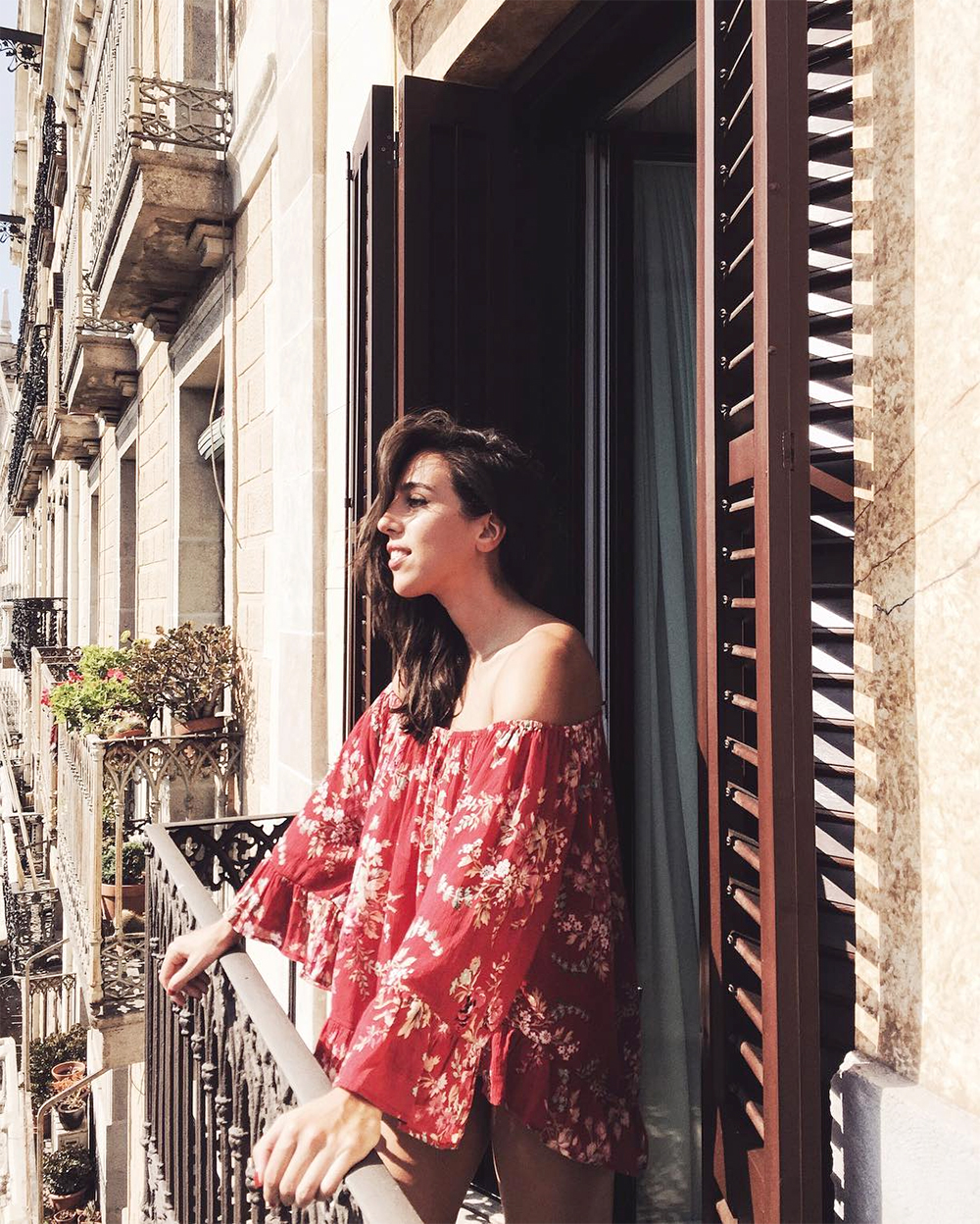 sania-claus-demina-the-serras-hotel-barcelona-ralph-lauren-denim-and-supply-top-off-shoulder-floral-red-balcony-hanna-stefansson-fall-2016_1