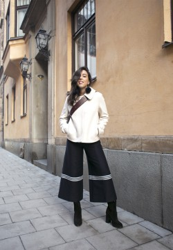 sania claus demina outfit style henry kole ruby closed jacket white lindex bag baum und pferdgarten trousers uterque earrings pom pom_1
