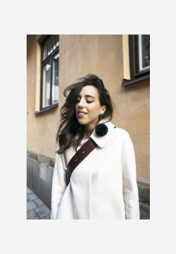 sania claus demina outfit style henry kole ruby closed jacket white lindex bag baum und pferdgarten trousers uterque earrings pom pom_4b
