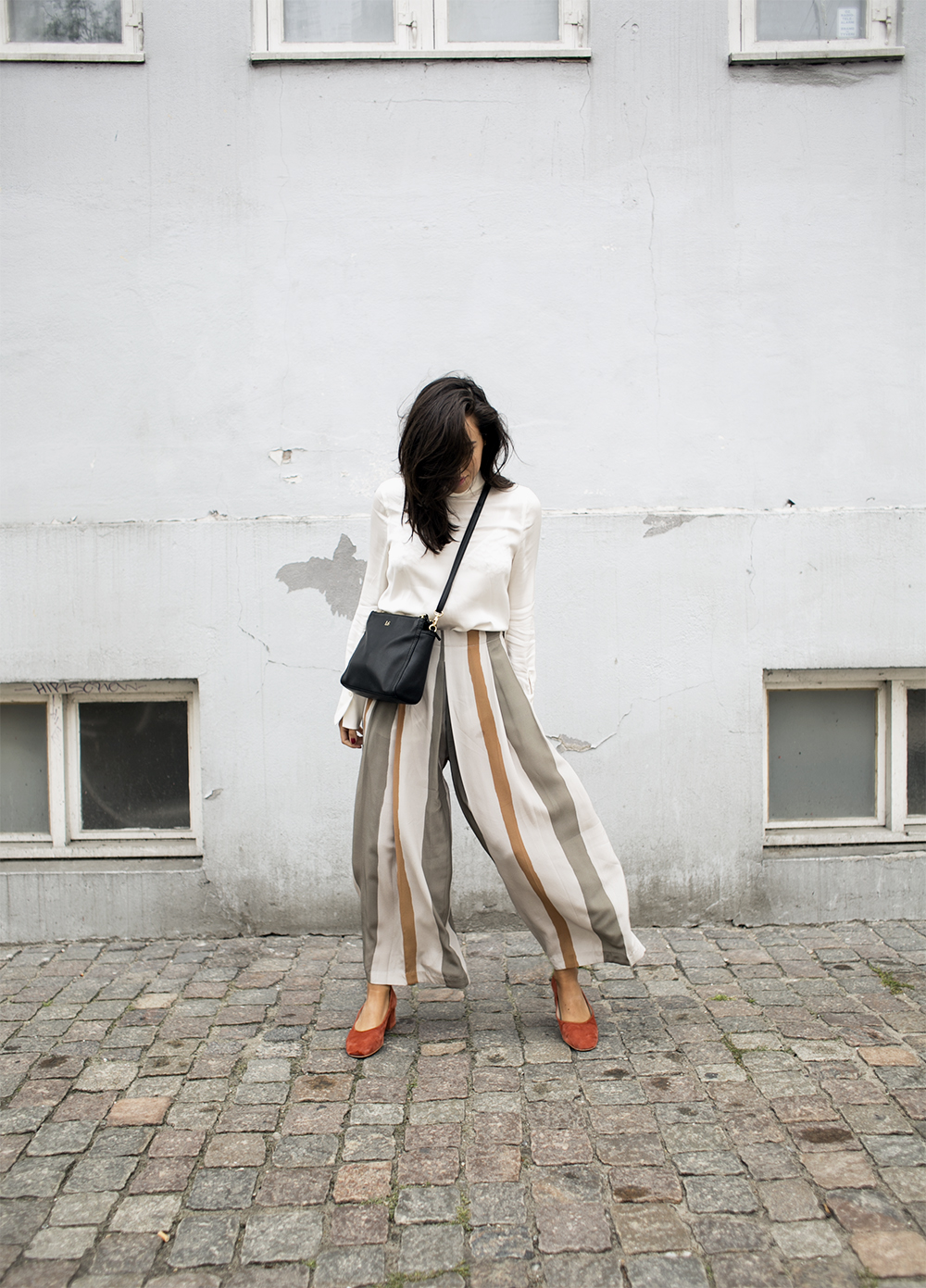 sania claus demina randiga byxor striped trousers pants suede pumps block heel ballerina by malene birger lo and sons bag the pearl_1