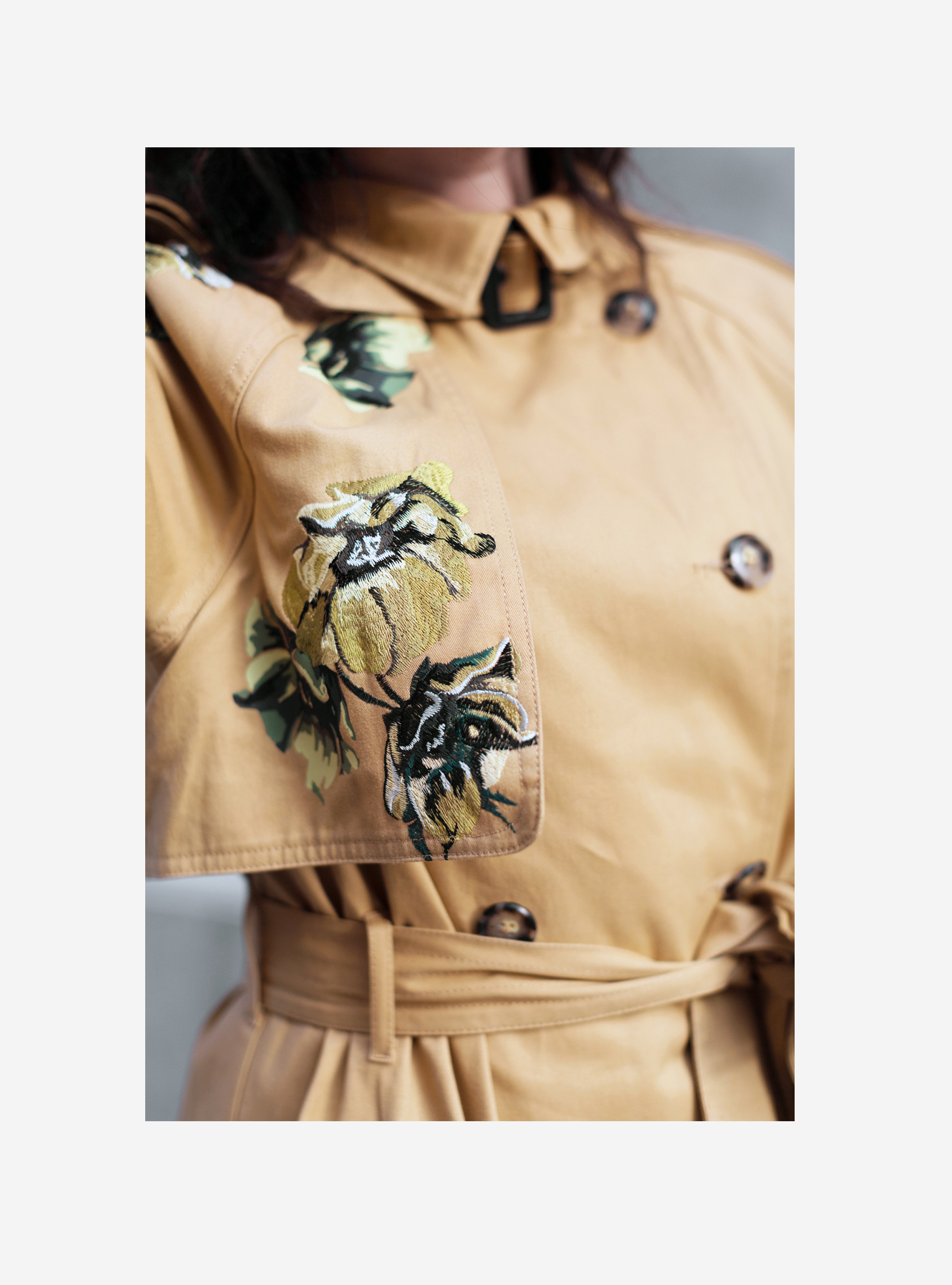 sania claus demina river island studio trench coat embrodiery_5c