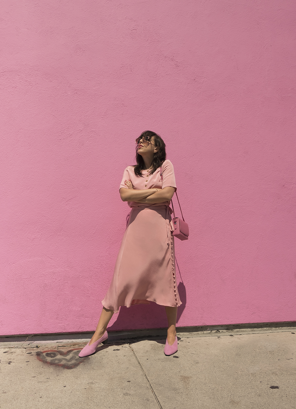 sania claus demina pink outfit look viktoria chan paul smith wall LA los angeles vagabond shoes suede wanda fendi sunglasses_1